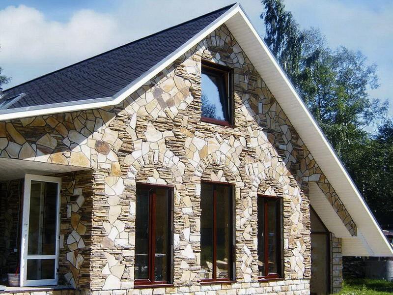 Отделка природным камнем фасадов домов